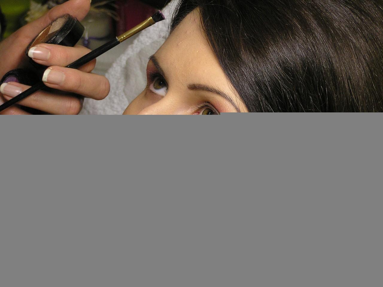 Usuwanie przebarwień na twarzy gwarantuje kosmetyczka