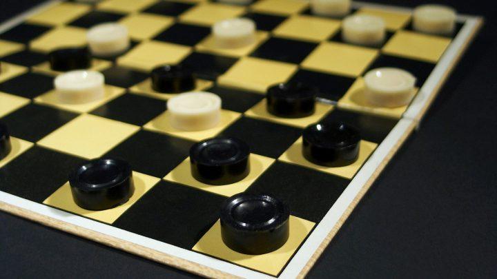 Chińczyk, warcaby, domino – powrót do klasyki